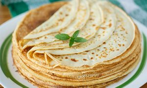 We prepare pancakes on mineral water - recipes for every taste