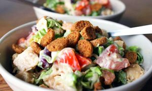 "How to prepare a salad with beans and croutons: ""crispy"" recipes with mayonnaise and dietary options"